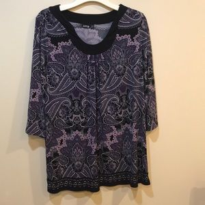 Apt. 9 gorgeous curved v-neck Tunic